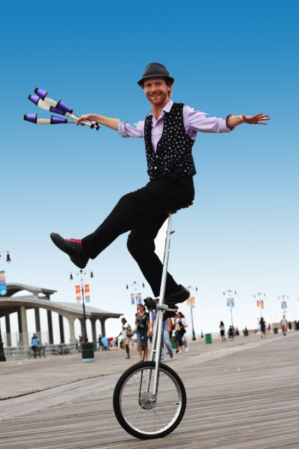Juggler-Unicyclist-Boardwalk