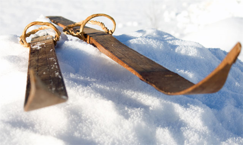 old-skis-2