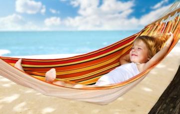 woman-relaxing-in-hammock-wallpapers4