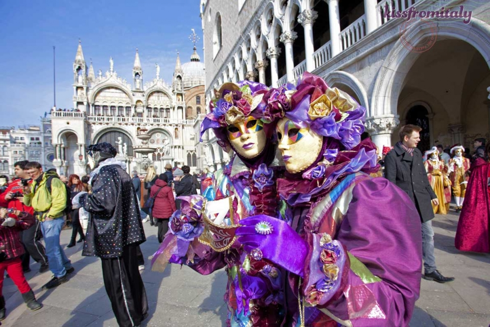 a-purple-couple-venice-carnival-2015