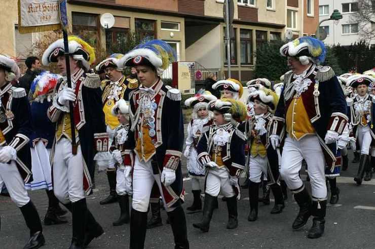 mainz_guards_rosenmontag_parade_courtesy-of-martin-bahmann