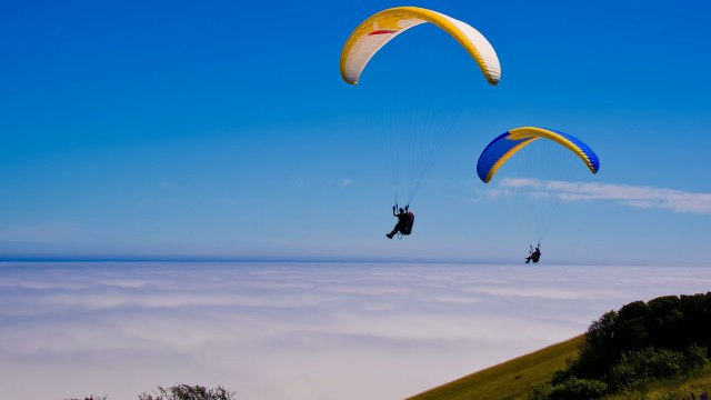 two-paragliders1