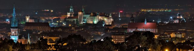 Night_view_of_Cracow_byZiarnowikipedia commons
