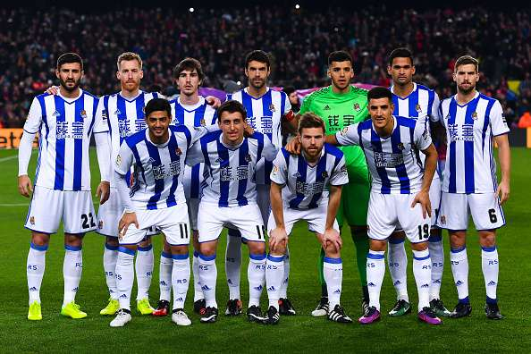 632827394-real-sociedad-players-pose-for-a-team-gettyimages-1485748644-800